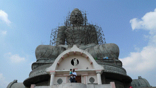 The Great Buddha under construction
